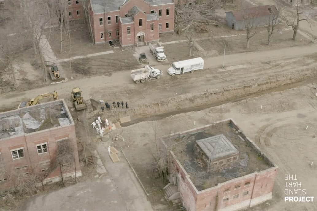 Inmates are burying coffins on NYC's infamous Hart Island - Drone video