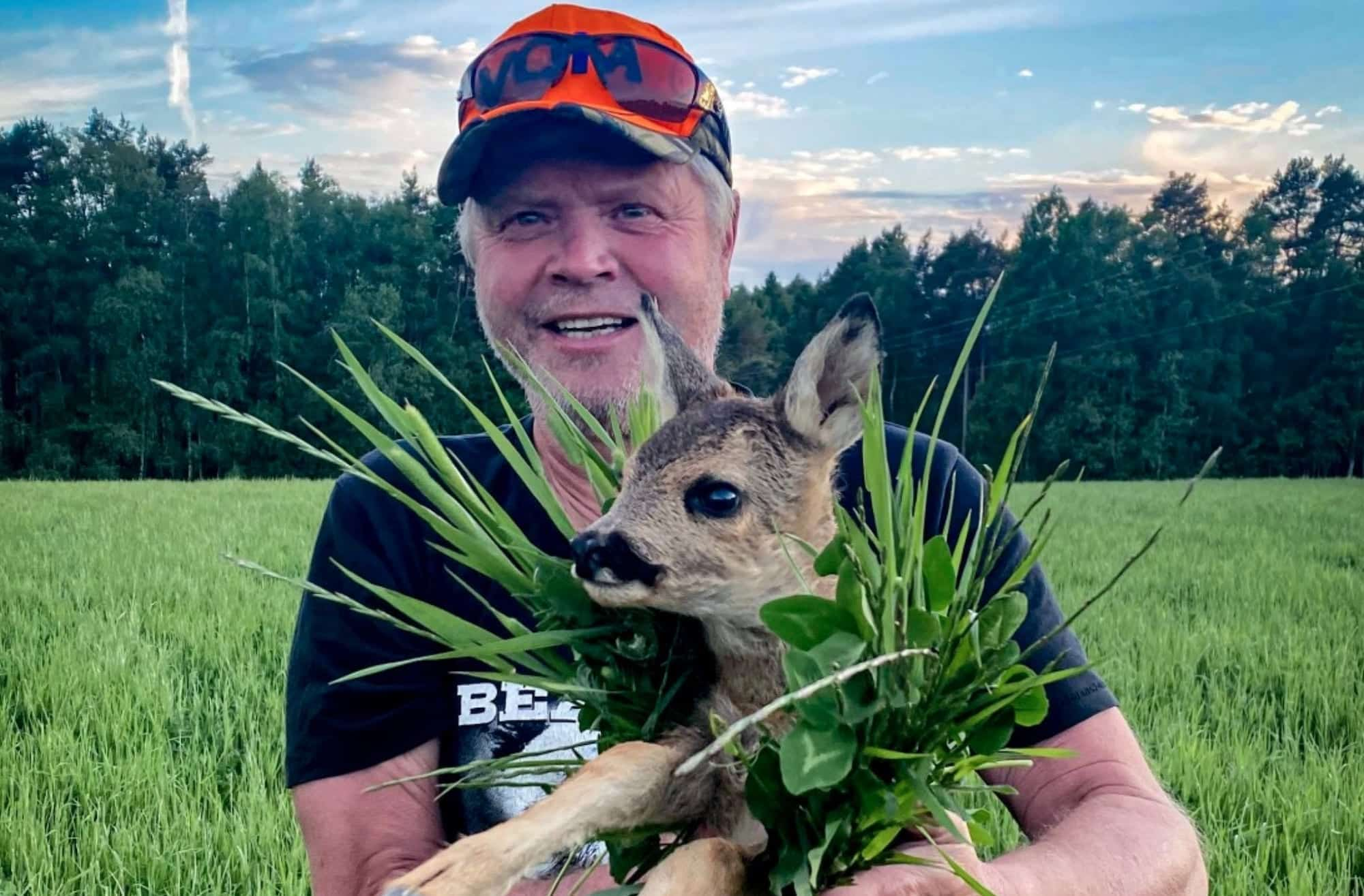 After success in Switzerland, we now see drones being used to save baby deer in Norway as well. Drones with thermal cameras are used to scan the fields for any baby deer before the mowers come.