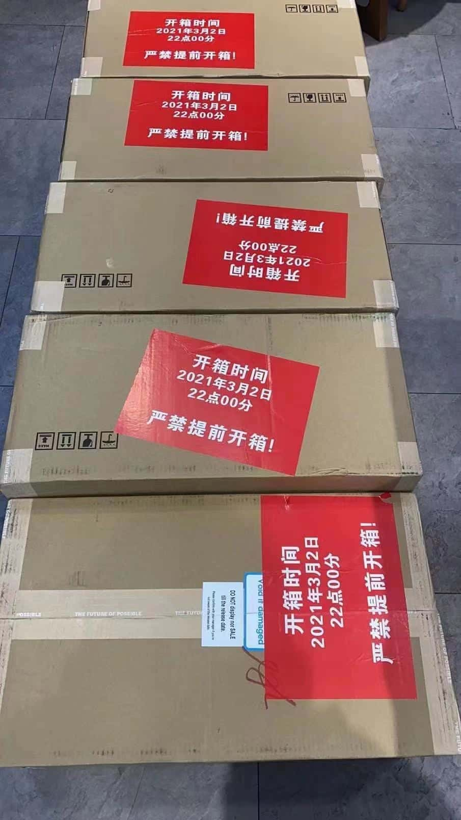 A photo that showed up on Twitter earlier today, seems to show boxes containing the DJI FPV drone lined up and ready to be displayed at a Chinese retailer.